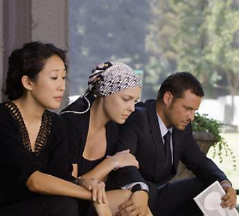 cristina, izzie, alex en el funeral de george